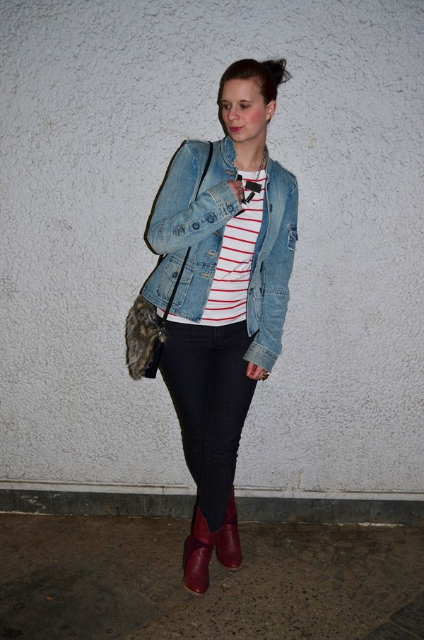 Outfit_Jeansjacke_Fashion_Stiefel_Western_Cowboystiefel_rote Stiefel_Bench_Statementkette_Jeans_Bloggerin_Fashionblogger_2