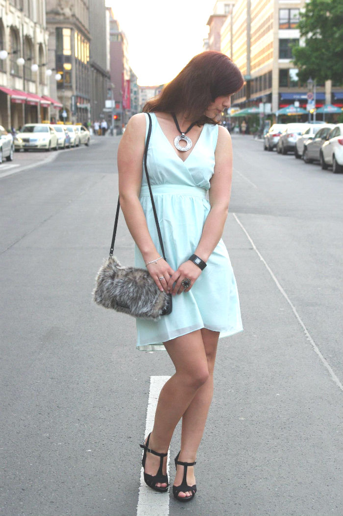 Outfit_Fashion_Outfitpost_Fashionblogger_Berlin_Friedrichstraße_Outfitbilder_Kleid_Vero Moda_4