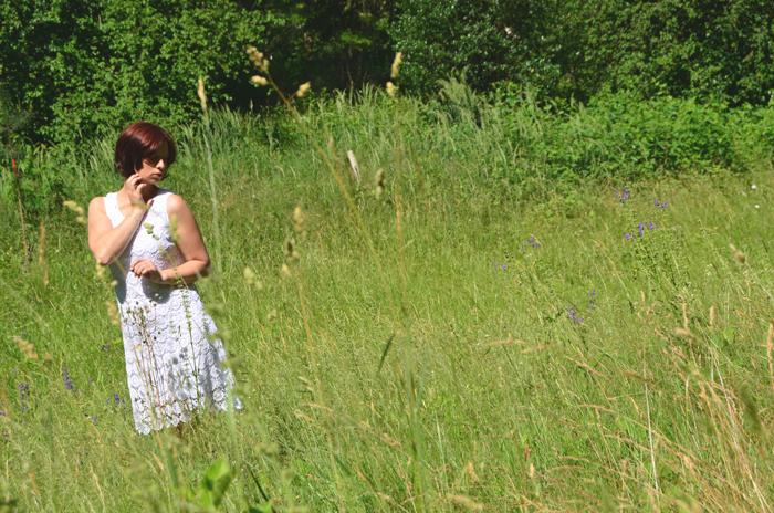 Outfit: weißes Häkelkleid von Bonprix