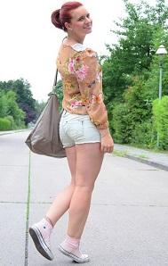 Annanikabu_Studio-Wandel_Schmetterling_Schmetterlingsbluse_Bluse-mit-Schmetterlingen_Shirt-mit-Schmetterlingen_Schmetterlinge_süßes-Outfit_Glitzerrock_Mango_Rock-von-Mango_Berlin_Collage_2