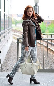 Outfit-Musterhose-Herbst-Herbstfarben-Herbstoutfit-Musterhose-kombinieren-Lederjacke-braune-Lederjacke-Annanikabu-Berlin-Collage-2
