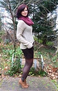 Outfit_Annanikabu_Beni-Durrer_roter-Schal_Hotpants_naturfarben_braune-Stiefel_Stiefeletten_5