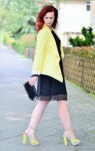 das-kleine-Schwarze_black-dress_gelber-Blazer_Blazer-von-New-Look_New-Look_Kleid-von-Esprit_gelb-schwarzes-Outfit_Annanikabu_4