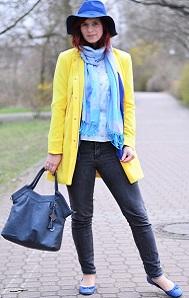 gelber-Mantel_blauer-Hut_Hut-von-Stradivarius_Mantel-von-Stradivarius_gelber-Frühlingsmantel_blau-gelbes-Outfit_Outfit-mit-blauem-Hut_Annanikabu_5