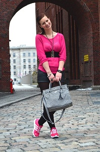pinker Pullover_Adidas Schuhe_Sneaker_Adidas_Outfit_Fashion_Buffalo_Tasche_Tasche von Buffalo_Hotpants_Lederhotpants_Collage