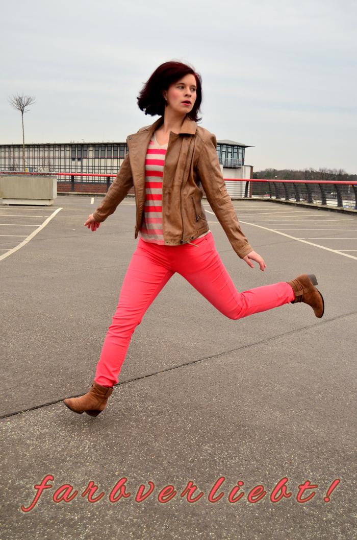 Outfit_Tchibo_farbverliebt_Lederjacke_rote Hose_Annanikabu_3