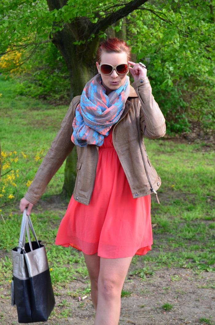 Outfit_Kleid_Lederjacke_Lederjacke von Tchibo_Kleid mit Lederjacke_Frühlingsoutift_Outfitpost mit Kleid_Annanikabu_4