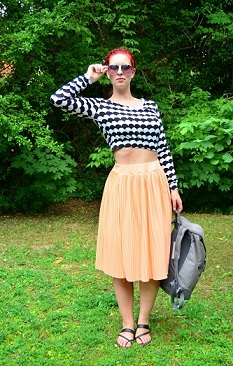 Festival-Outfit_Festival_Outfit_Alices-Pic_Outfit-für-Festivals_Midrock_Outfit-mit-Midirock_Outfitpost_Annanikabu_Collage-1