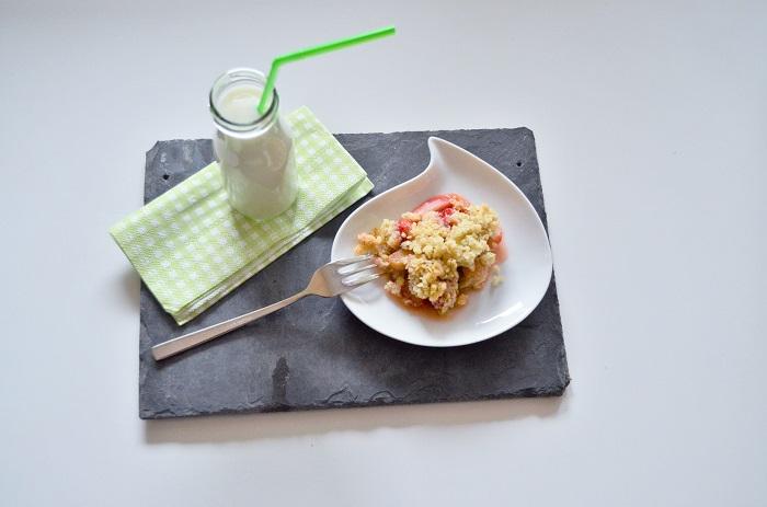 Erdbeer  Rhabarber Crumble-Rezept mit Rhabarber-Crumble-Rezept-Erdbeer Crumble-Nachspeise mit Erdbeeren-warme Nachspeise-Food-Annanikabu-4