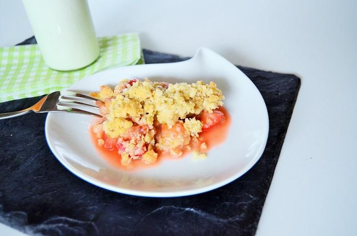 Erdbeer  Rhabarber Crumble-Rezept mit Rhabarber-Crumble-Rezept-Erdbeer Crumble-Nachspeise mit Erdbeeren-warme Nachspeise-Food-Annanikabu-6
