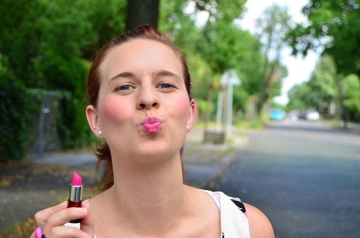 Studio Wandel-wandelbar-kosmetikstudio-outfit-outfitpost-lippenstift-top-lippenstifttop-pink-pinke tasche-annanikabu-gif-2