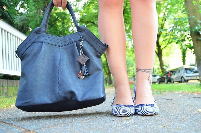 shopping blogging queen_matrosen ahoi_monaco_blau weiß_Outfit_Outfitpost_Annanikabu_1