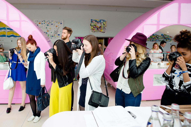 Blogger im NHOW Hotel in Berlin während des pureGLAM.tv-Blogger-Workshops mit Vanessa Pur