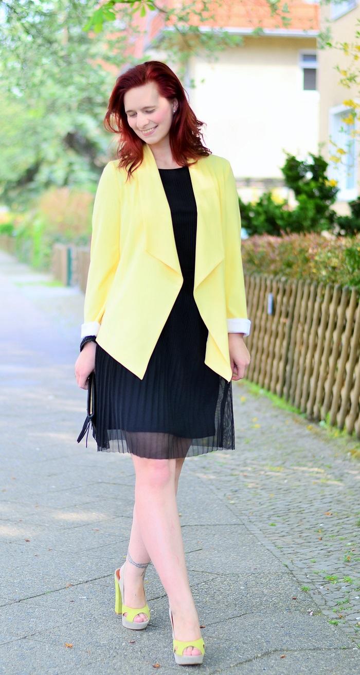 das kleine Schwarze_black dress_gelber Blazer_Blazer von New Look_New Look_Kleid von Esprit_gelb-schwarzes Outfit_Annanikabu_5