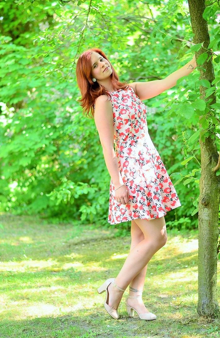 Annanikabu_Alices Pig_Dress_Blumenkleid_Kleid mit Blumen_Kleid von Alice's Pig_Alice's Pig Dress_Kleid mit Blumen_Blümchenkleid_Flowerdress_Flower Dress_3
