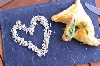 Feata Spinat Taschen_Blätterteigtaschen_Blätterteigtasche mit Spinat und Feta_leckeres Rezept mit Blätterteig_Spinat und Blätterteig_2 (10)