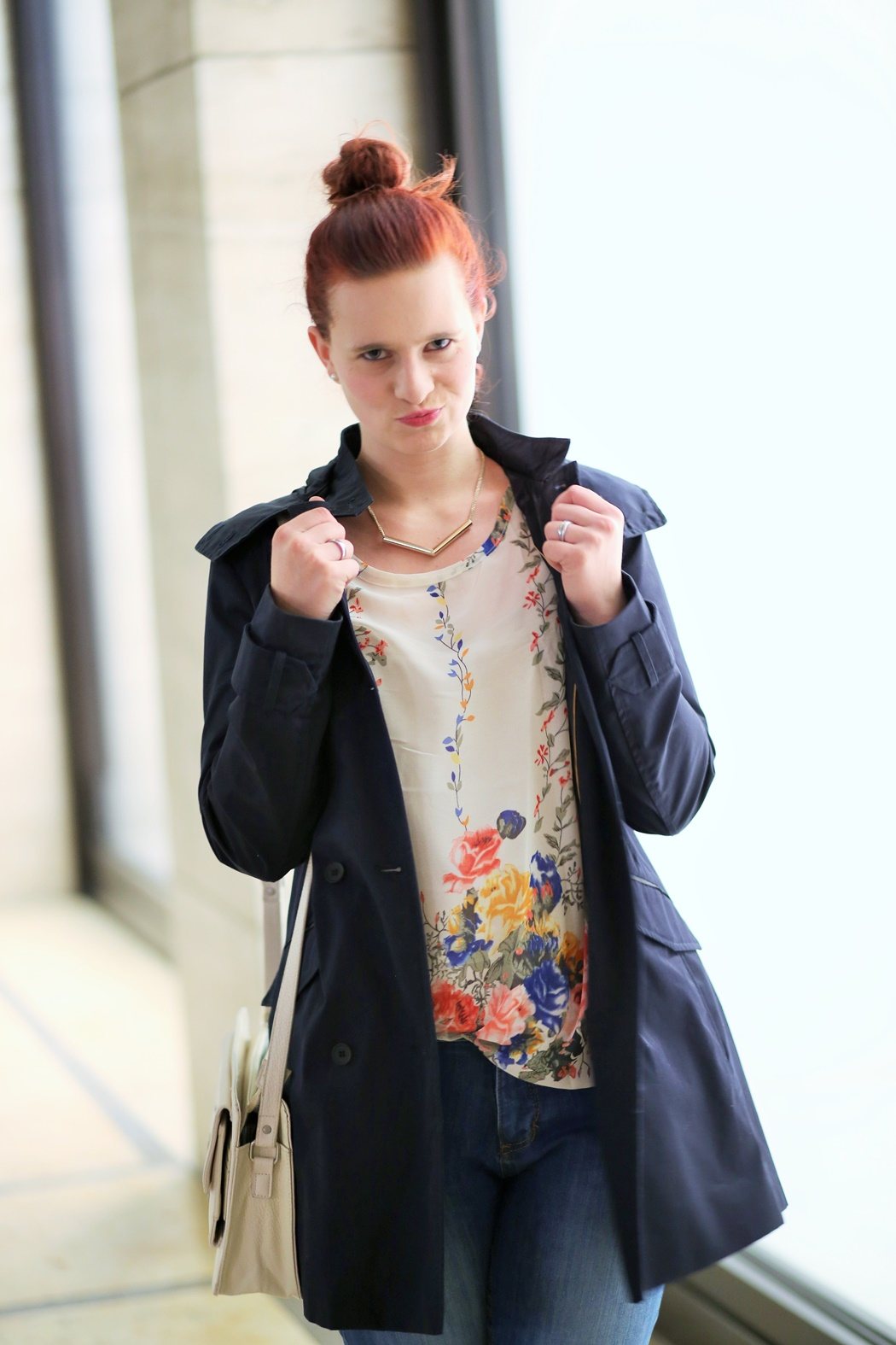 Zugeschnürt_Trenchcoat_Zara_Annanikabu_Friedrichstraße_Berlin_Outfit_Berliner Fashion_Fashionpost_Jeans_Chucks_gepunktete Chucks_1 (10)