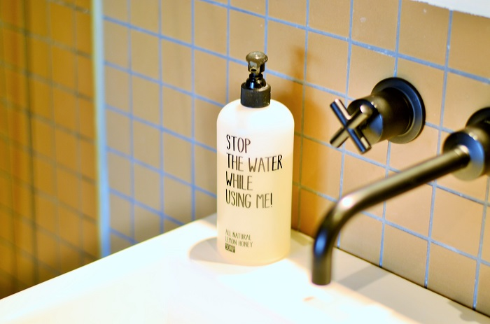 nachhaltig leben_Nachhaltigkeit_stop the water while using me