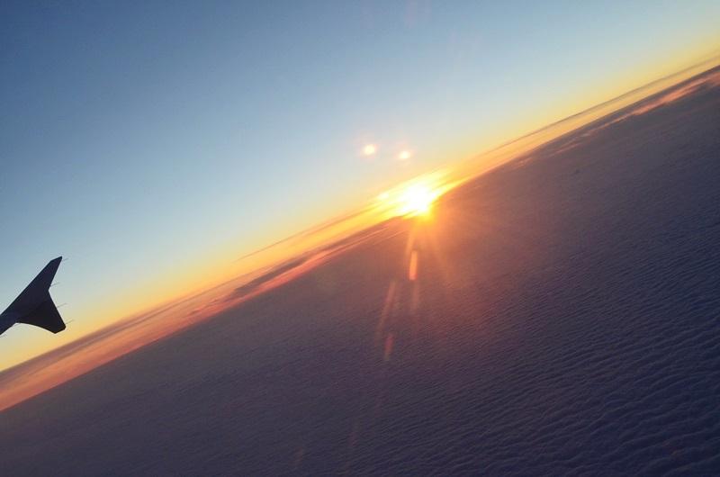Fliegen_Sonnenuntergang_über den Wolken_Annanikabu_Reisen_on tour_Urlaub
