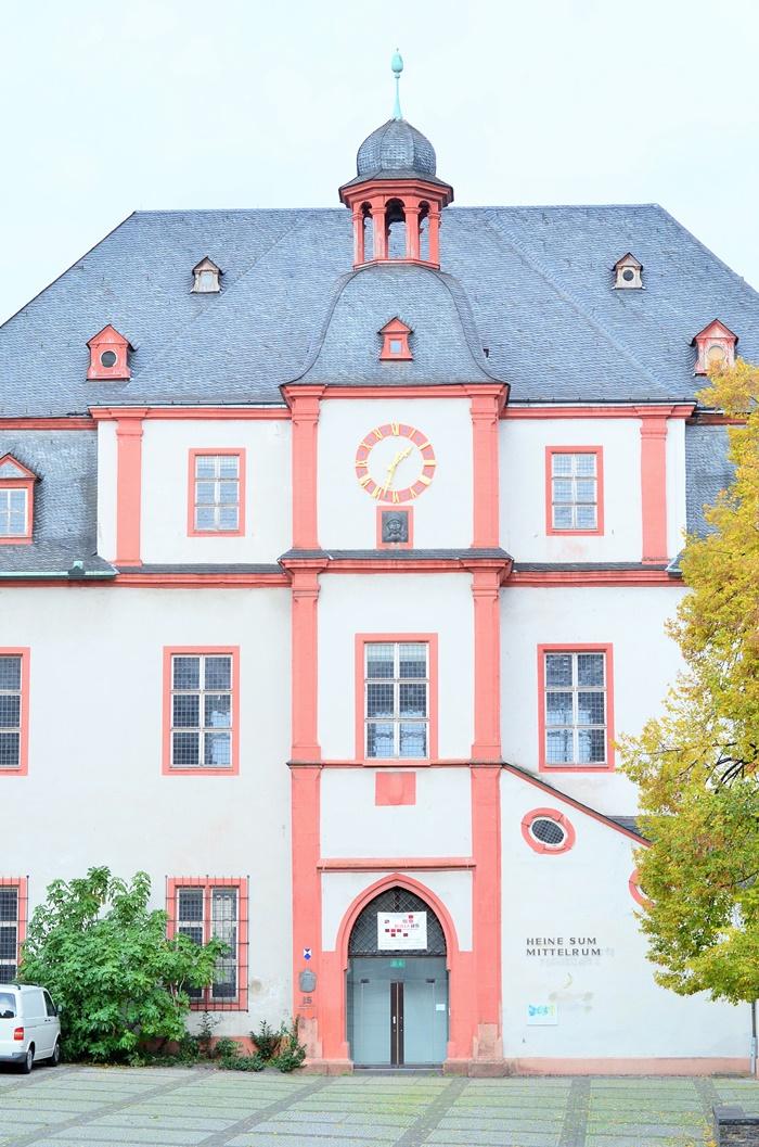 Deutschlandtour_Bullitour_Deutschlandreise_Reise durch Deutschland_mit dem Bulli durch Deutschland_Flitterwochen in Deutschland_Hochzeitsreise durch Deutschland_Andrenach_Koblenz_4 (7786785)