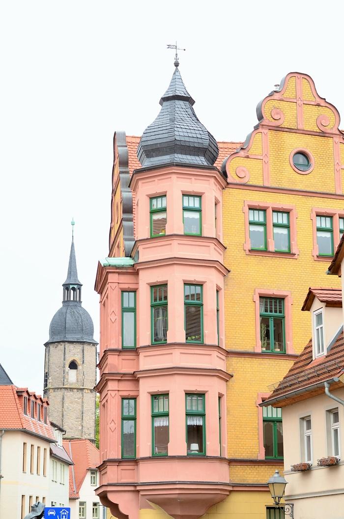 Deutschlandtour_Lutherstadt_Lutherstadt Eisleben_Eisleben_schöne Städte im Osten_Osten_DDR_bunte Gebäude_schöne Gebäude_Flitterwochen_Hochzeitsreise (3)