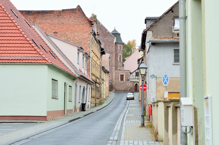 Deutschlandtour_Lutherstadt_Lutherstadt Eisleben_Eisleben_schöne Städte im Osten_Osten_DDR_bunte Gebäude_schöne Gebäude_Flitterwochen_Hochzeitsreise (9)
