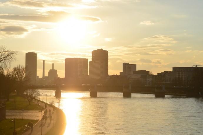 Frankfurt_eiserner Steg_Sonnenuntergang_Sundown_Frankfurt am Main_Main Brücke_Brücke am Main_Stadt am Main_Sonnenuntergangsbilder_Reiseblog Deutschland_Deutschlandreise_Annanikabu (5)