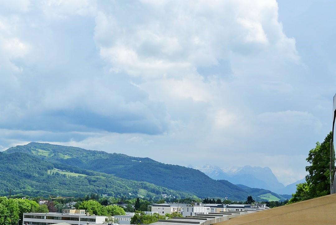 Meininger Hotel_Meininger Salzburg_Salzburg_Hotel in Salzburg_Hotel Salzburg_Meininger Salzburg_Meininger Hotel Salzburg_Hotel mit Blick auf Berge_Meininger_Urlaub in Salzburg (1)