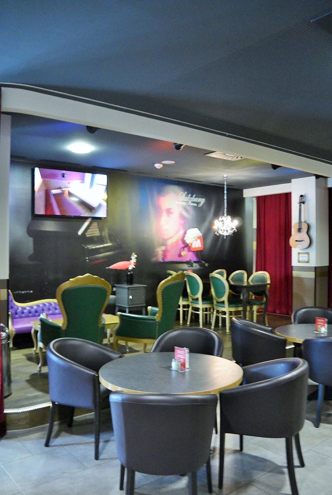 Meininger Hotel_Meininger Salzburg_Salzburg_Hotel in Salzburg_Hotel Salzburg_Meininger Salzburg_Meininger Hotel Salzburg_Hotel mit Blick auf Berge_Meininger_Urlaub in Salzburg (6)