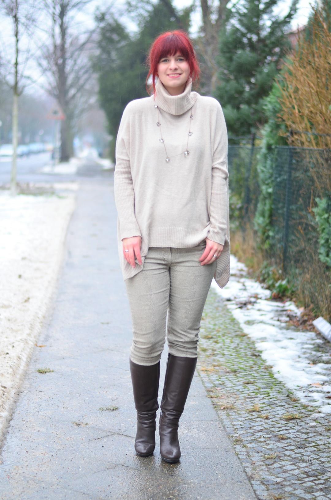outfitpost_fashionblog_annanikabu_fashion_herbstoutfit_braune-stiefel_poncho_braunschweig-1