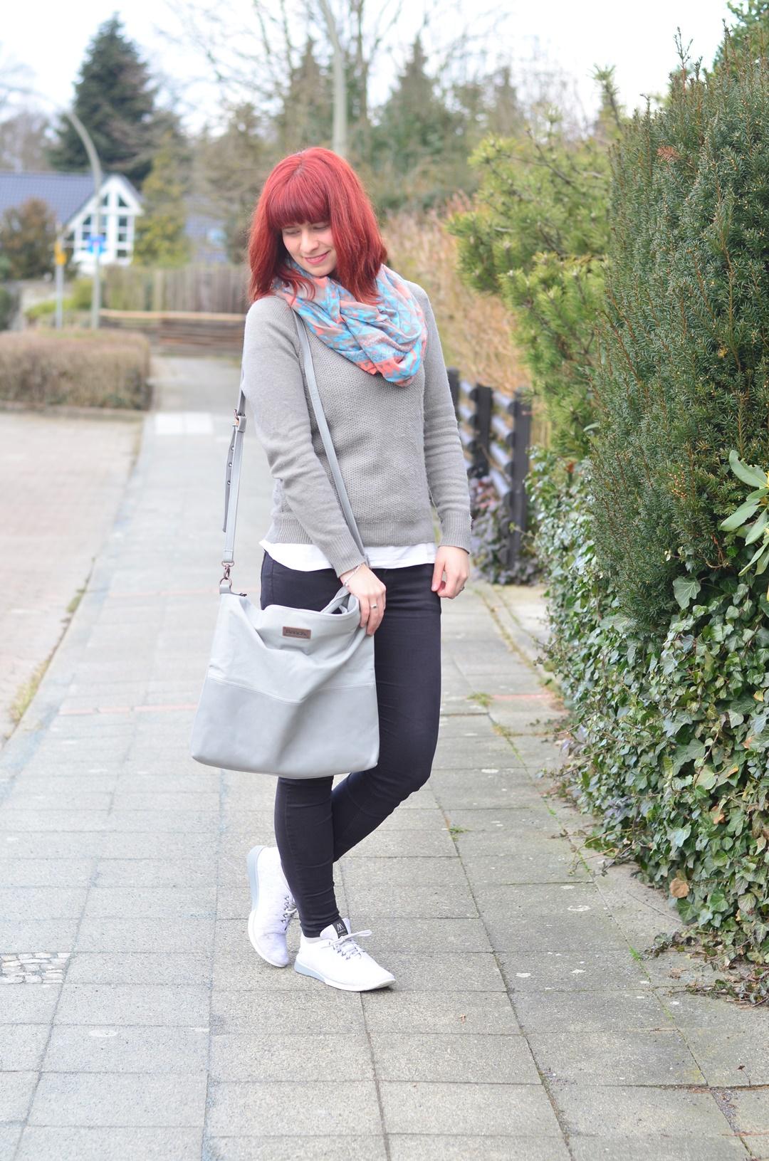 rote Haare_minimalistisches Outfit_Bench_schlichtes Outfit_Fair Fashion_Minimalismus_capsule wardrobe_Annanikabu (3)