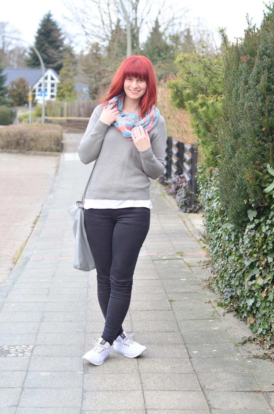 rote Haare_minimalistisches Outfit_Bench_schlichtes Outfit_Fair Fashion_Minimalismus_capsule wardrobe_Annanikabu (4)