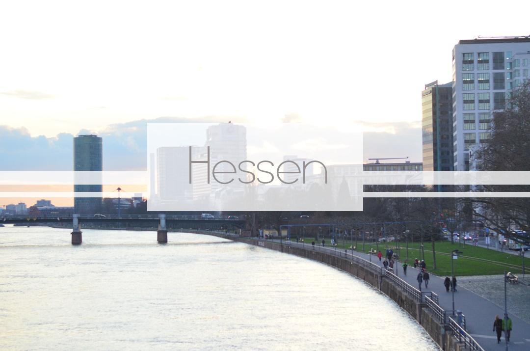 Deutschland entdecken_bewusst reisen_Bundesländer_Hessen_Frankfurt_Frankfurt am Main_Main_Hochhäuser