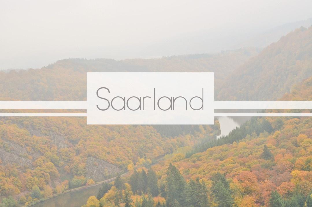 Deutschland entdecken_bewusst reisen_Bundesländer_Saarland_Saarschleife_Ausflugsziel im Saarland_Herbst im Saarland