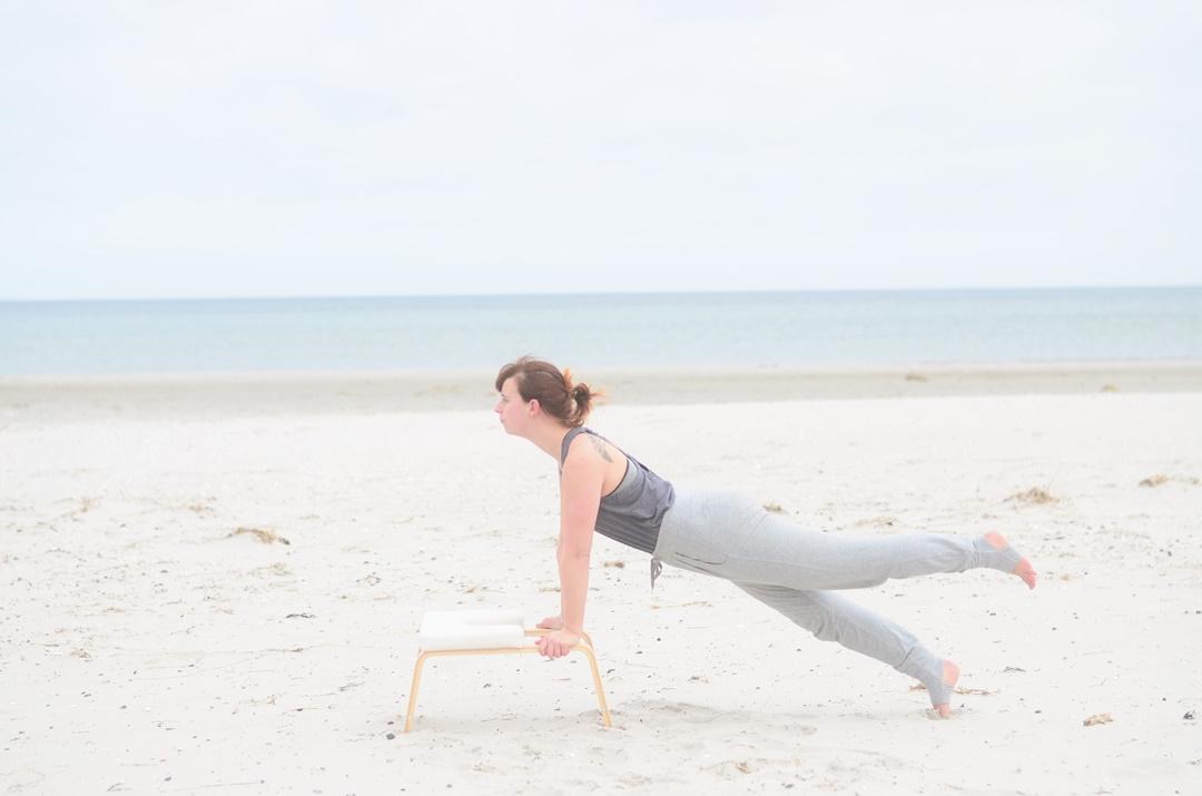 Feedup_Feedup Trainer_Handstand_Schulterstand_Sport am Meer_Ostsee_Sport am Strand_Annanikabu_Yoga_Yoga am Meer_Yoga am Strand_Fitnessblog (1)