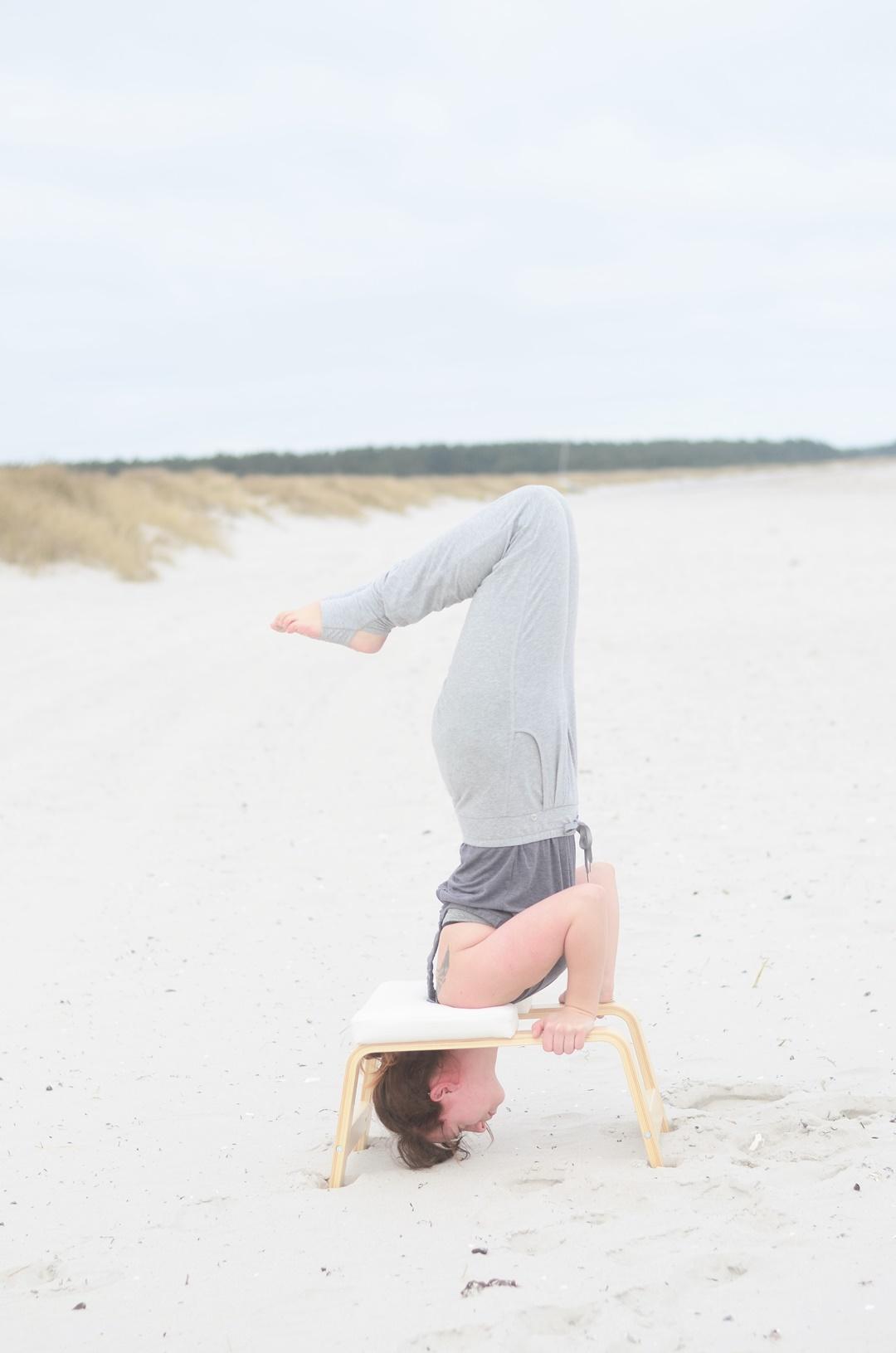 Feedup_Feedup Trainer_Handstand_Schulterstand_Sport am Meer_Ostsee_Sport am Strand_Annanikabu_Yoga_Yoga am Meer_Yoga am Strand_Fitnessblog (12)