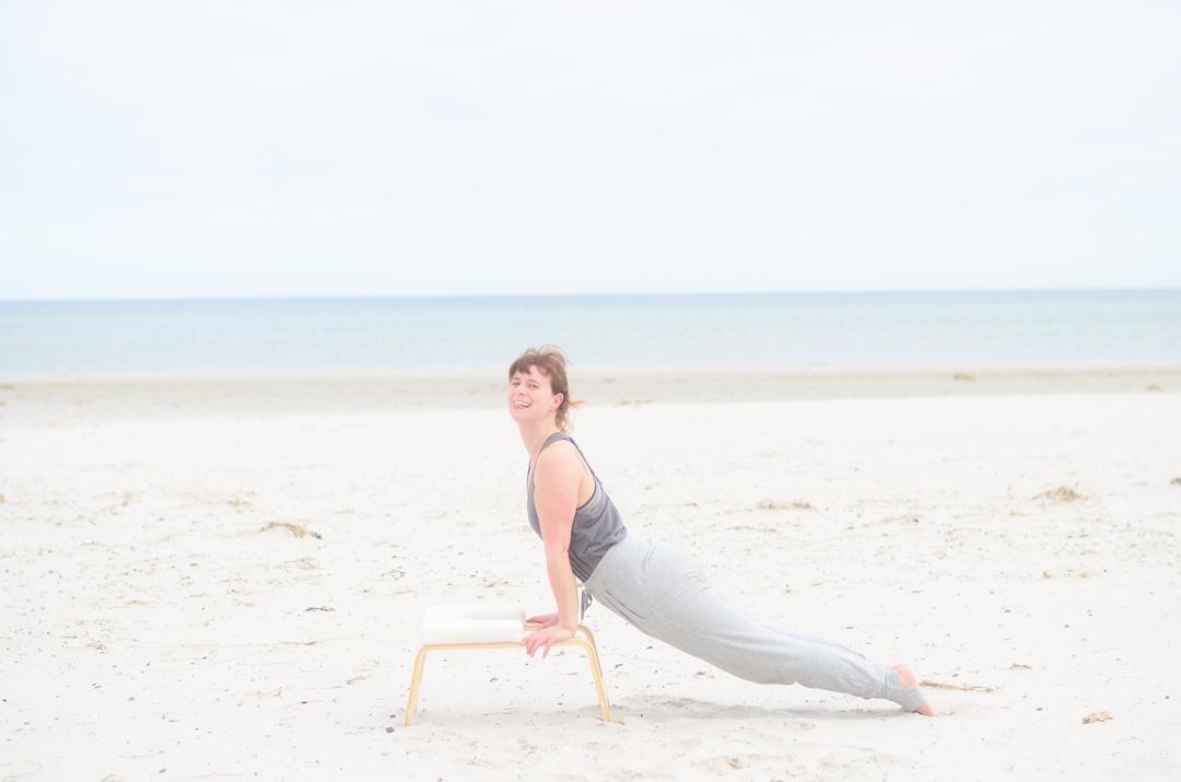Feedup_Feedup Trainer_Handstand_Schulterstand_Sport am Meer_Ostsee_Sport am Strand_Annanikabu_Yoga_Yoga am Meer_Yoga am Strand_Fitnessblog (2)