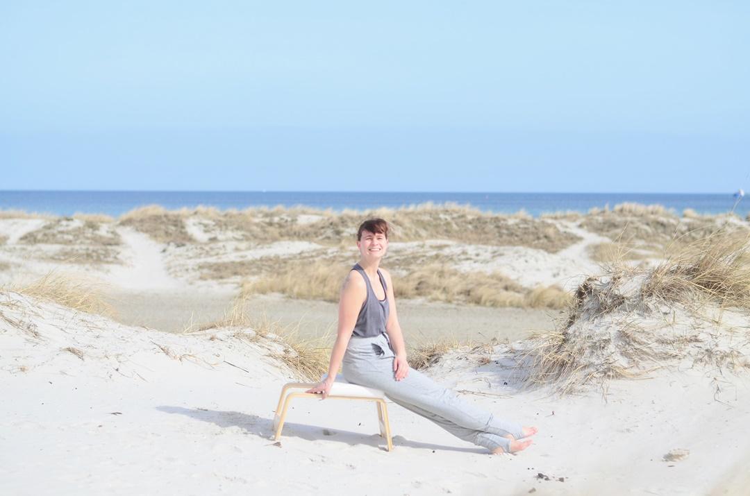 Feedup_Feedup Trainer_Handstand_Schulterstand_Sport am Meer_Ostsee_Sport am Strand_Annanikabu_Yoga_Yoga am Meer_Yoga am Strand_Fitnessblog (4)