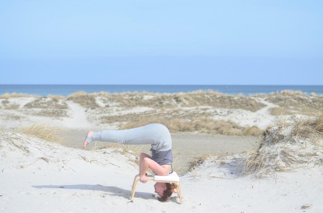 Feedup_Feedup Trainer_Handstand_Schulterstand_Sport am Meer_Ostsee_Sport am Strand_Annanikabu_Yoga_Yoga am Meer_Yoga am Strand_Fitnessblog (7)